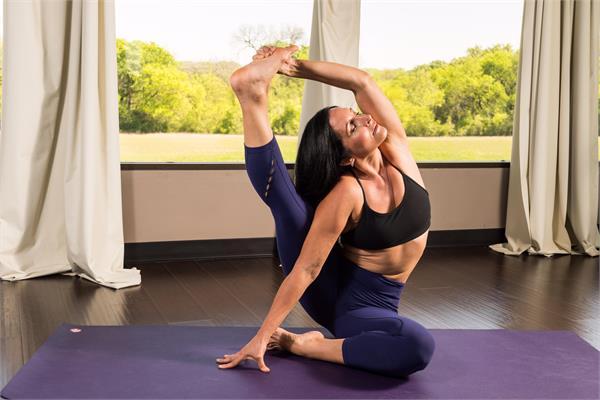 Kila Rennaker | Yoga Instructor